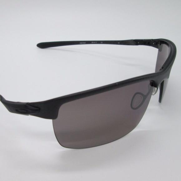 93f0a5e51b Oakley Carbon Blade OO9174-07 Pol.Men s Sunglasses.  M 5ac7ccf32ab8c514b3c5e2fe